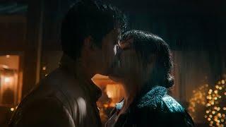 Sex Education, season 3 Otis And Maeve Kiss (Emma Mackey, Asa Butterfield)